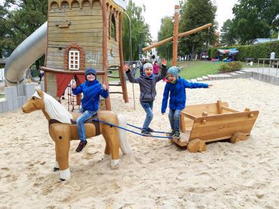 Vorschaubild zur Meldung: Spielplatz am Goetheplatz wieder eröffnet