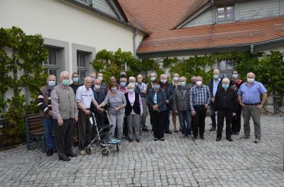 Gruppenbild aller Anwesenden