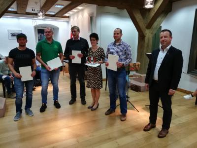 """Orga-Team des """"Harzer Hexentrails"""" (Dominik Singer, Mario Bertram, Udo Küster, Monika Wendt und Eike-Christian Warmuth) mit Bgm. Jens Augat  (Foto: Stadt OHA/ M.Niehus)"""