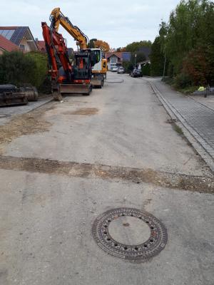 Bild der Meldung: Aufbringung Asphaltfeinschicht Bgm.-Loibl-Straße in Haidlfing