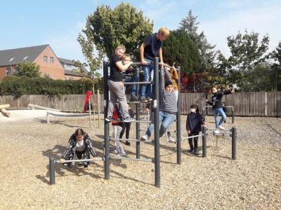 Foto zur Meldung: Neue Sportgeräte auf dem Schulhof