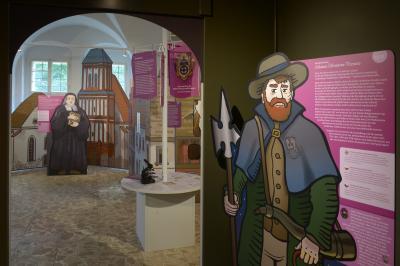 Foto zur Meldung: Kosmos einer Kleinstadt - Die neue Dauerausstellung im Senftenberger Schloss erzählt von Ackerbürgern, Stadtbürgern und Staatsbürgern