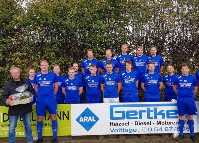 Vorschaubild zur Meldung: Zweite Herren der SG Voltlage bedankt sich mit Derbysieg bei Sponsor Herbert Gertken!