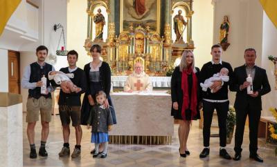 Foto zur Meldung: Taufe von zwei jungen Erdenbürgern in unserer Pfarrgemeinde