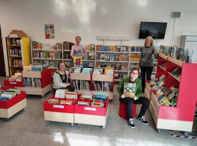 """Foto zur Meldung: Der """"Rote Faden"""" zieht sich jetzt auch durch die Bibliothekseinrichtung"""