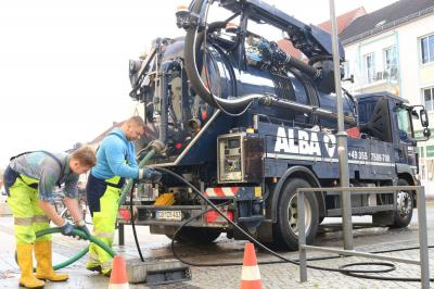 Bild der Meldung: Straßeneinläufe in Calau werden gereinigt