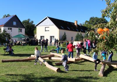 Vorschaubild zur Meldung: Ein Baumstamm-Mikado in Stolzenhain