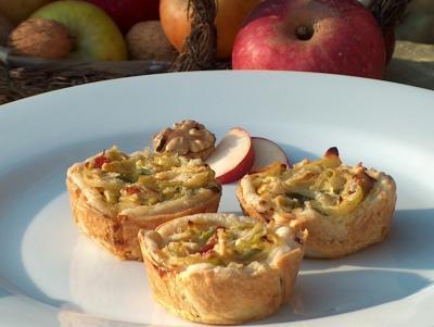 Foto zur Meldung: Rezept des Monats: Lauch-Zwiebel-Apfeltörtchen im November