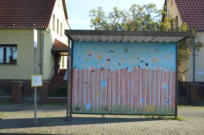 Vorschaubild zur Meldung: Schüler und Schülerinnen gestalteten Bushaltestellen