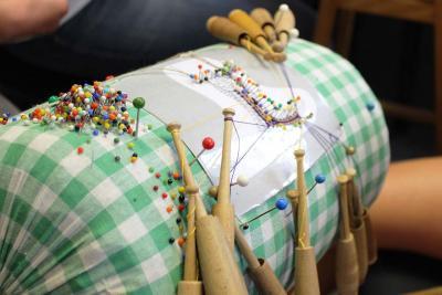 Bild der Meldung: Schnitz- und Klöppelunterricht in Schneeberg und Neustädtel