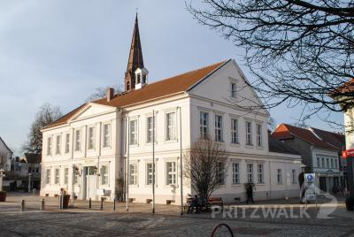 Das Rathaus und die anderen Standorte der Stadtverwaltung sollen bis auf Weiteres nur noch nach Terminvereinbarung aufgesucht werden. Foto: Beate Vogel