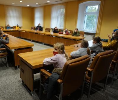 Vorschaubild zur Meldung: Die 4. Klassen zu Besuch im Rathaus