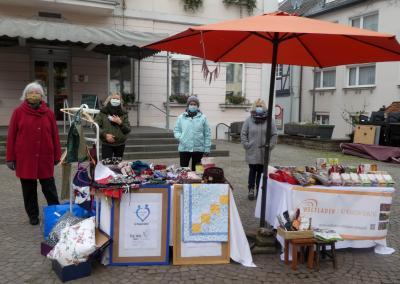 Bild der Meldung: Remagen hilft, der Fairein und der Weltladen gemeinsam am Wochenmarkt