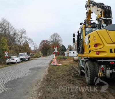 Die Baustelle am Bahnübergang Freyensteiner Chaussee wurde schon eingerichtet. Foto: Beate Vogel
