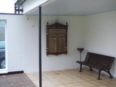 Foto zur Meldung: Restaurierte Ehrentafel des 1. Weltkrieges an neuem Platz