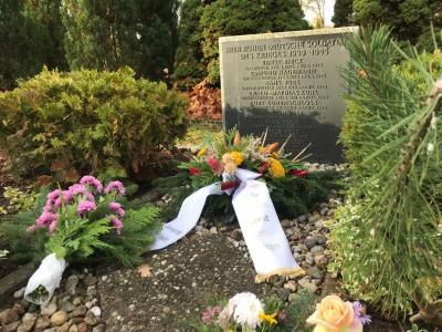 Foto zur Meldung: Ehrendes Gedenken auf dem Friedhof Rehfelde
