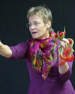 Foto zur Meldung: Frau Susanne Schoppmeier verwöhnt uns mit Märchen