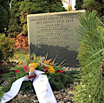 Foto zu Meldung: Ehrendes Gedenken auf dem Friedhof Rehfelde