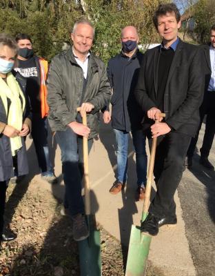 Foto zur Meldung: Spatenstich zum Breitbandausbau Gemeinde Ostrau plus Meilensteinplan