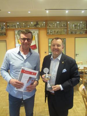 2019_Sportabzeichen Sieger in der Vereinswertung TSV Kirchdorf Sportabzeichenobmann Bernd Lohmann und Martin Wildhagen