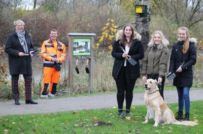 Foto zur Meldung: Mit Schaufeln gegen Hundekot