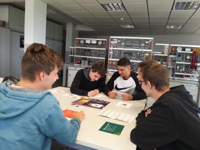 Schüler am fachgymnasium Stralsund im Leistungskursfach Elektronik