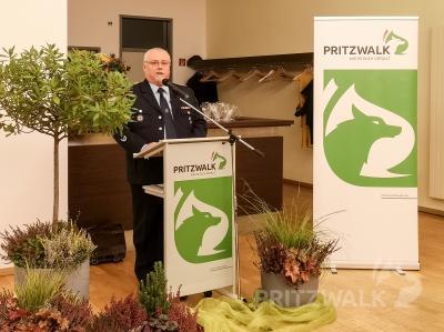 Der stellvertretende Stadtbrandmeister Thomas Lesker dankte den Ehrenamtlichen für ihren Einsatz für die Allgemeinheit. Foto: Beate Vogel