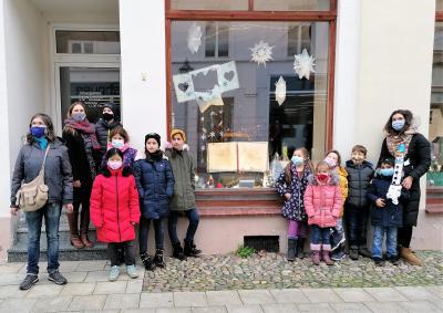 Stadt Perleberg | die Hortkinder stellen ihre Basteleien vor