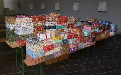 175 Päckchen fanden den Weg aus der Samtgemeinde Grasleben in die St. Thomas Kirche in Helmstedt und gehen von dort auf die Reise zu bedürftigen Kindern. (Bild: Samtgemeinde Grasleben)