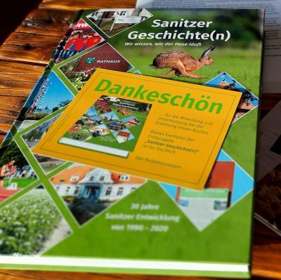 """Ersten Exemplare des """"Sanitz Buch"""" verteilt!"""