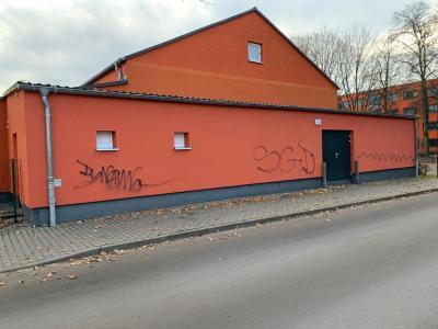 Foto zur Meldung: Schmierereien an Damsdorfer Turnhalle
