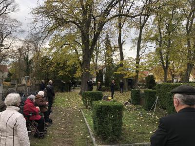 Foto zur Meldung: Volkstrauertag 2020: Kranzniederlegung auf dem Paretzer Friedhof