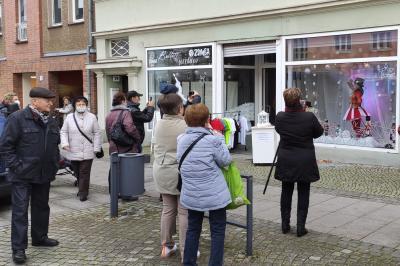 """Mit Aktionen wie dem lebendigen Adventskalender sowie dem Verkauf des Calau-Gutscheines wollen die Händler der IG """"In Calau clever kaufen"""" für Leben in ihren Geschäften sorgen. Foto: WBC"""