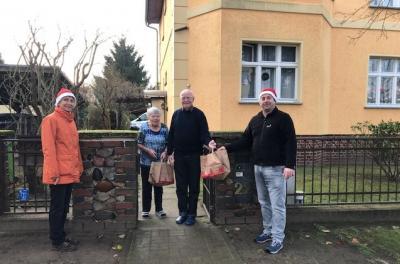 Foto zur Meldung: Der Nikolaus zu Besuch bei den Werderaner Senioren.