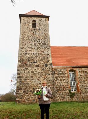 Foto zu Meldung: Ehrung und Übergabe des Ehrenamtspokals an Frau Christa Emmerich