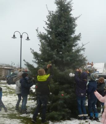 Weihnachtsbaumkugeln für den guten Zweck