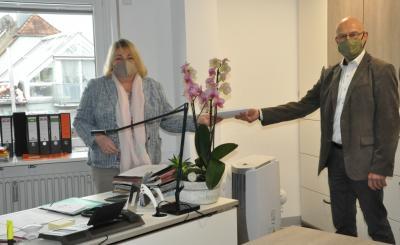 Alt-Bürgermeister Wolfgang Kistner hilft seiner Nachfolgerin Erika Hütten wegen bestehendem Personalnotstand in der Gemeindeverwaltung als Kämmerer aus.