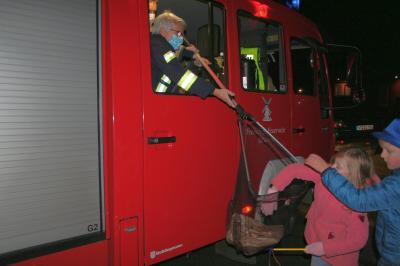 Kontaktlos ging die Übergabe vonstatten. Eine tolle Idee der Struckumer Feuerwehr.