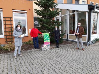 Foto zu Meldung: Weihnachtsaktion von Ortsbeirat, Kita und Seniorenheim
