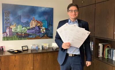 Haunetals Bürgermeister Timo Lübeck freut sich über die vier Bewilligungsbescheide