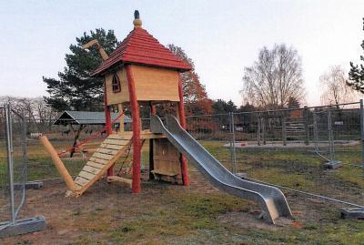 Foto zu Meldung: Reckahner Spielplatz jetzt mit Augsburger Burgspielanlage