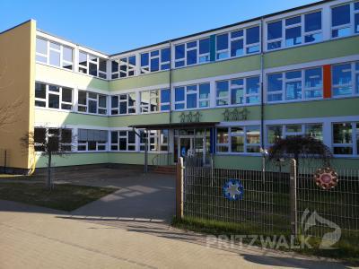 """In Jahnschule und Hort """"Regenbogenhaus"""" wird die Telefonanlage neu installiert. Foto: Beate Vogel"""