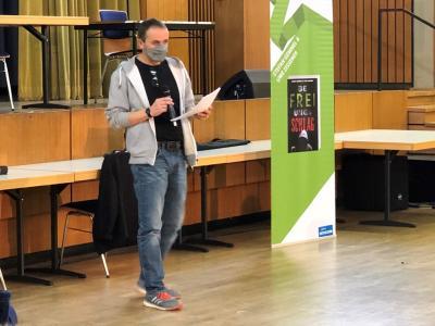 Vorschaubild zur Meldung: Stefan Gemmel liest im Sophie-Hedwig-Gymnasium in Diez