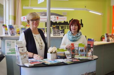 Frauke Spiller und Sylvia Kieke sind in der Touristinformation Wittenberge erreichbar | Foto: G. Baack