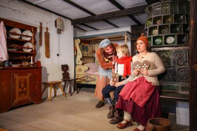 Foto zur Meldung: Hänsel, Gretel und die Hexe erobern das Schloss - Das Weihnachtsmärchen aus dem Museum des Landkreises OSL kommt in die Wohnzimmer