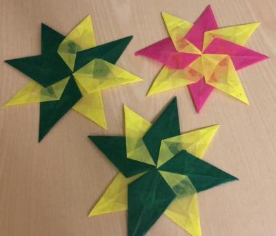 Von den Kindern gebastelte Sterne