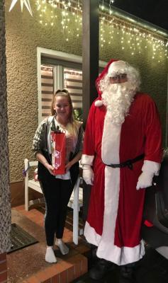 Foto zur Meldung: Weihnachtsmann bei Emstaler Feuerwehr