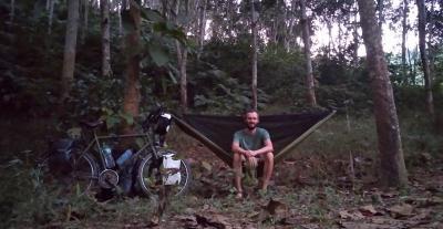 Vorschaubild zur Meldung: Vollbremsung in Laos