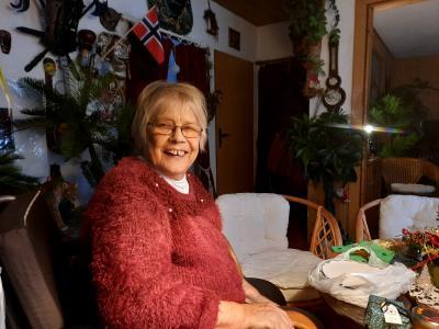 © AL05 Bild 1: Frau Hubrich freut sich über den Besuch
