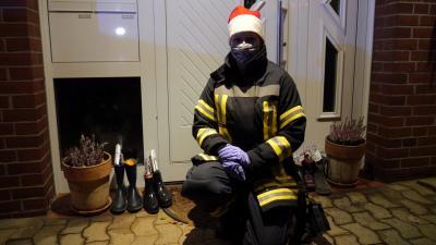 NEN - Weihnachtliche Überraschung kommt mit dem Feuerwehrauto